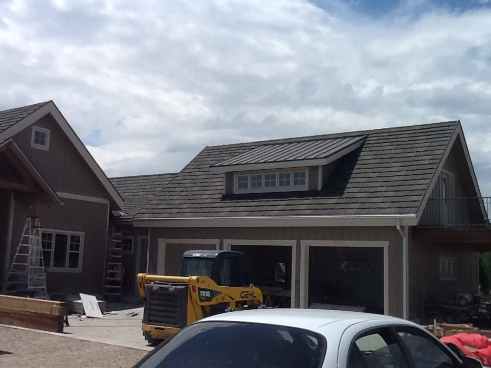 new garage with faux shake roof from DECRA® Shake XD®